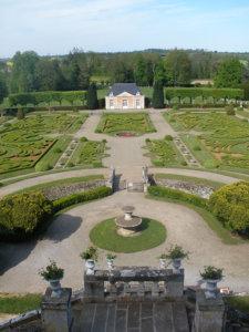 Chateau de sassy jardins à la française
